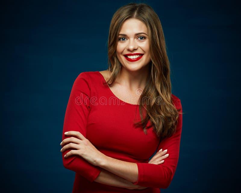 Nettes Mädchen Mädchen, das rotes Kleid trägt lizenzfreies stockfoto