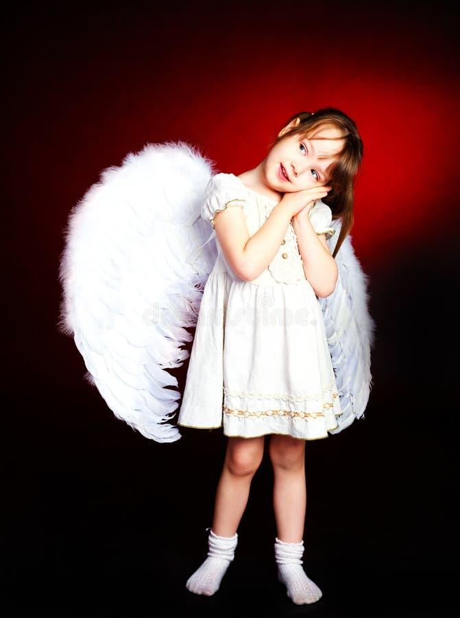 Nettes Mädchen mit Flügeln stockfotos