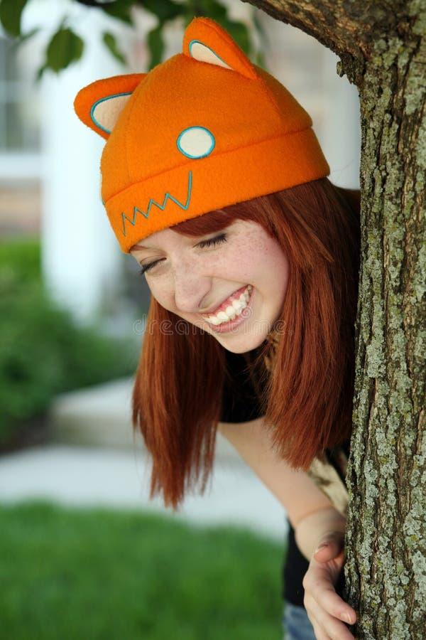 Nettes Mädchen mit Freckles und Hut stockbilder