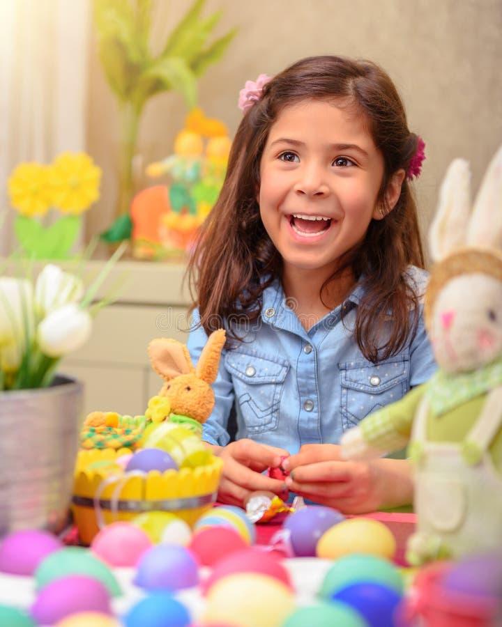 Nettes Mädchen in Ostern-Feiertag stockfotografie