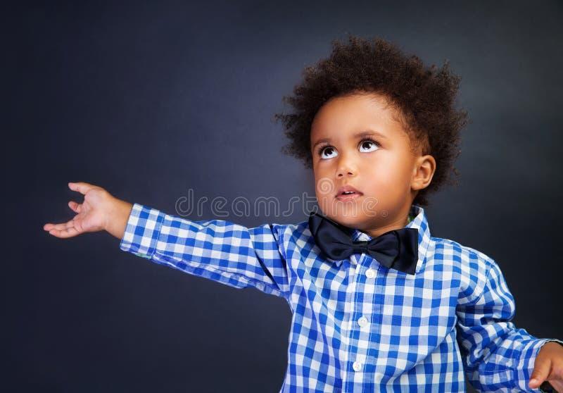 Nettes Porträt des kleinen Jungen stockbild
