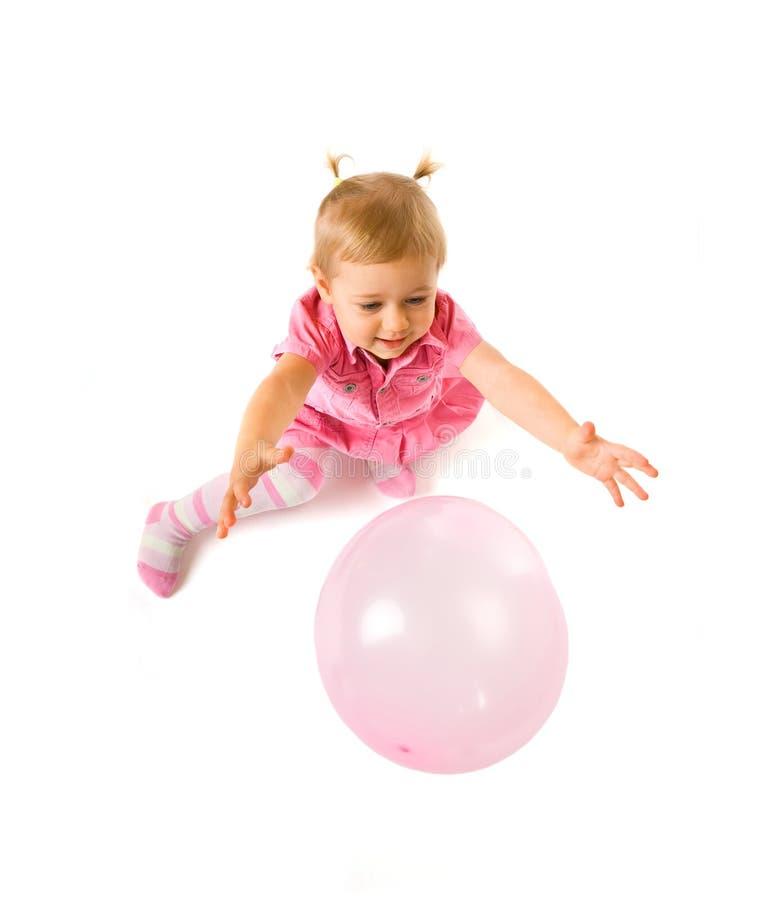 Nettes Schätzchen mit Ballon lizenzfreie stockbilder