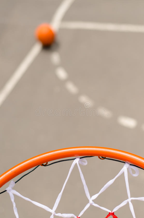 Netto basketbal en doel stock fotografie