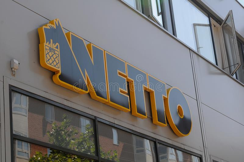 NETTO-LEBENSMITTELGESCHÄFT STIORE lizenzfreie stockbilder