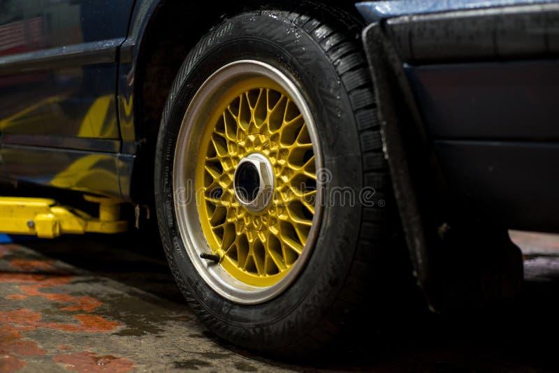 Netto sportkanter för legendarisk legering på härliga hjul arkivfoto