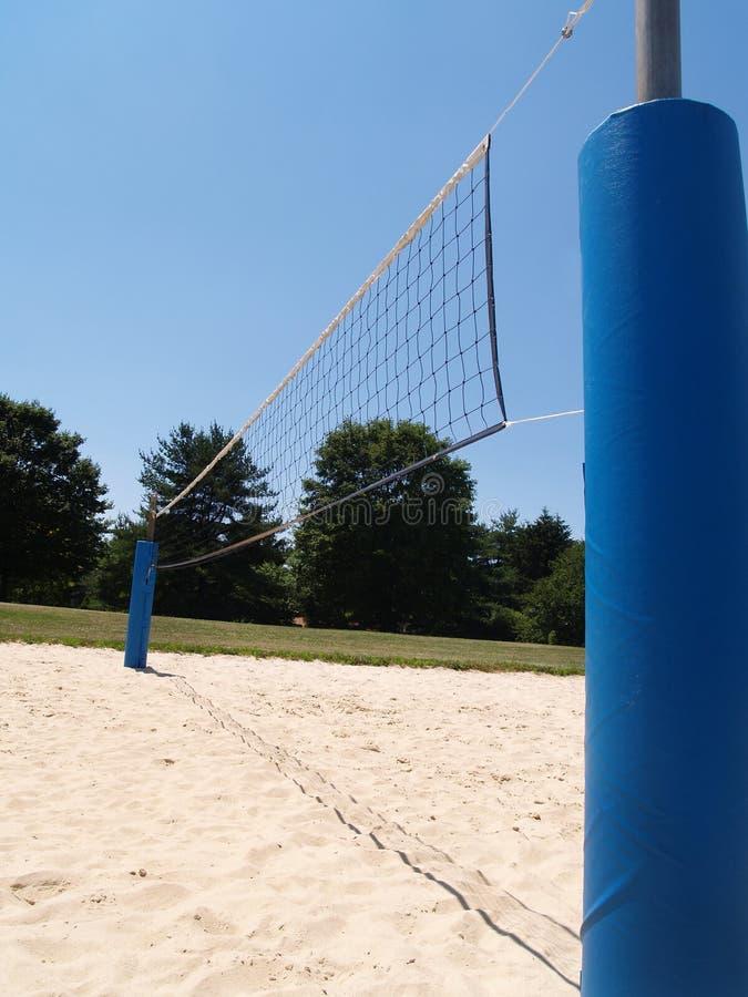 netto utomhus- sideviewvolleyboll royaltyfri foto