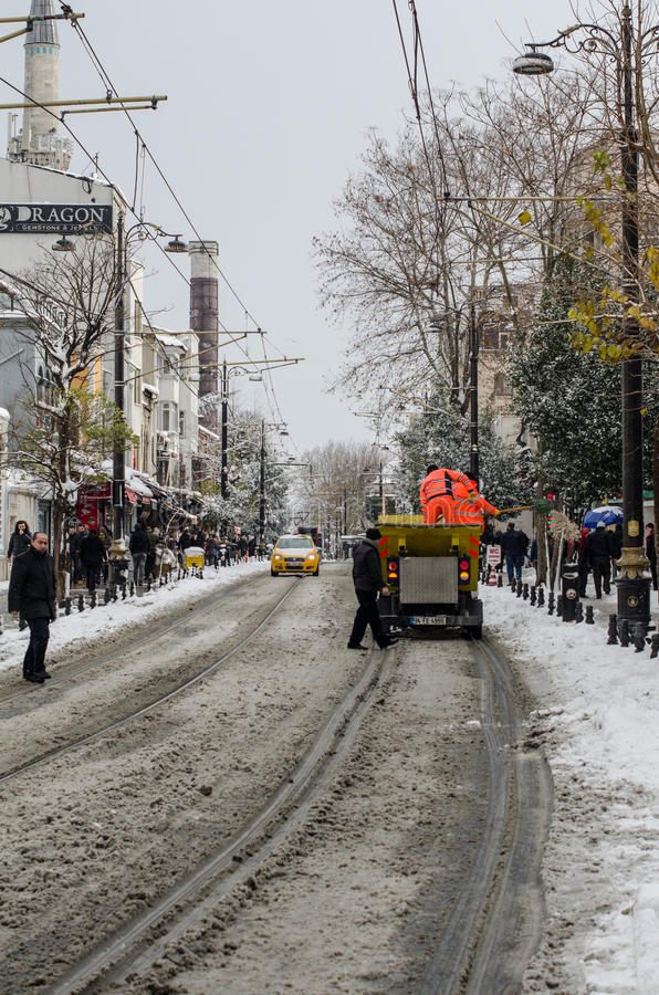Nettoyage de la neige à Istanbul photo libre de droits