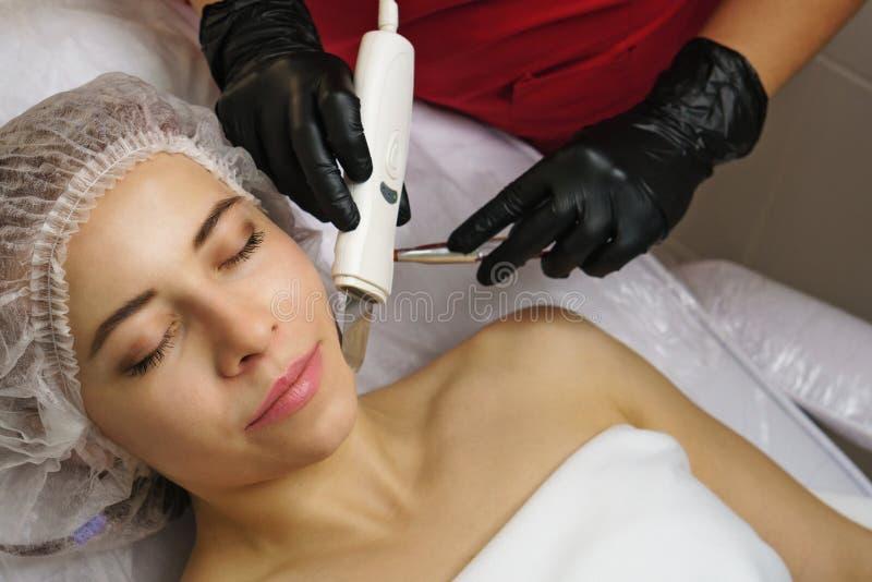 Nettoyage ultrasonique de visage Station thermale image libre de droits