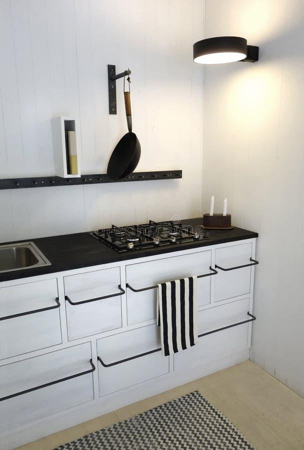 Nettoyez la rétro cuisine lumineuse photo stock
