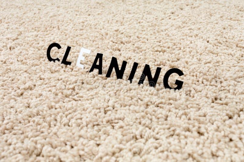 Nettoyez le tapis image libre de droits