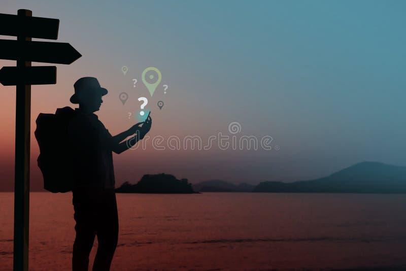 Netwerkverbinding die voor Reisconcept wordt verloren, Silhouet van Backpa stock afbeelding