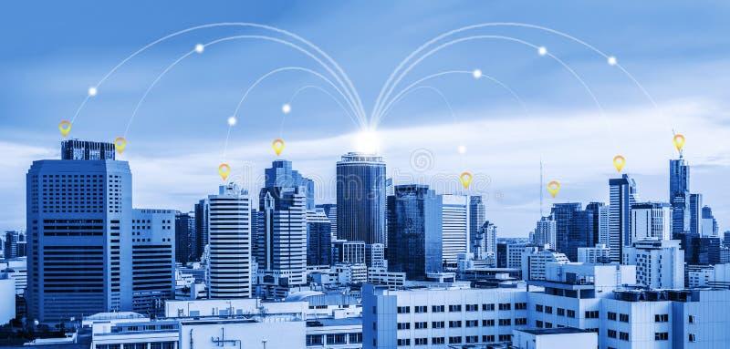 Netwerkverbinding in stad, elektronische handelconcept stock foto's