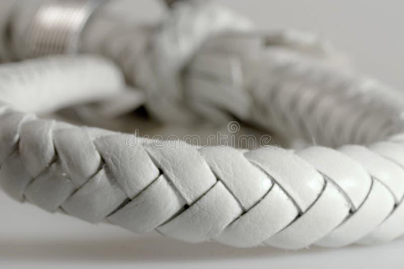Netzkabel von einem weißen Leder lizenzfreies stockbild