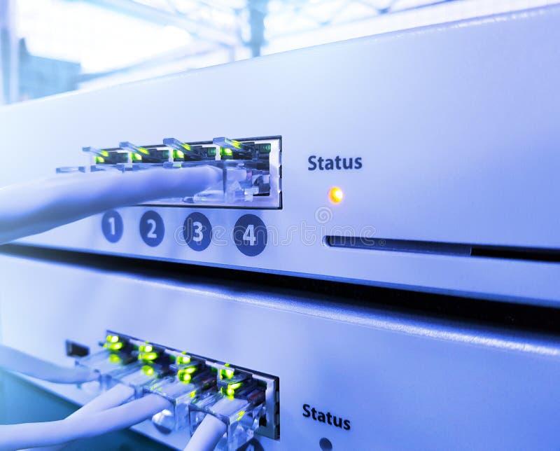 Netzplatte, -schalter und -kabel lizenzfreie stockfotografie