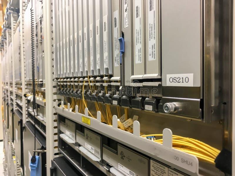 Netzwerkausrüstungsgerätegestelle lizenzfreie stockfotografie
