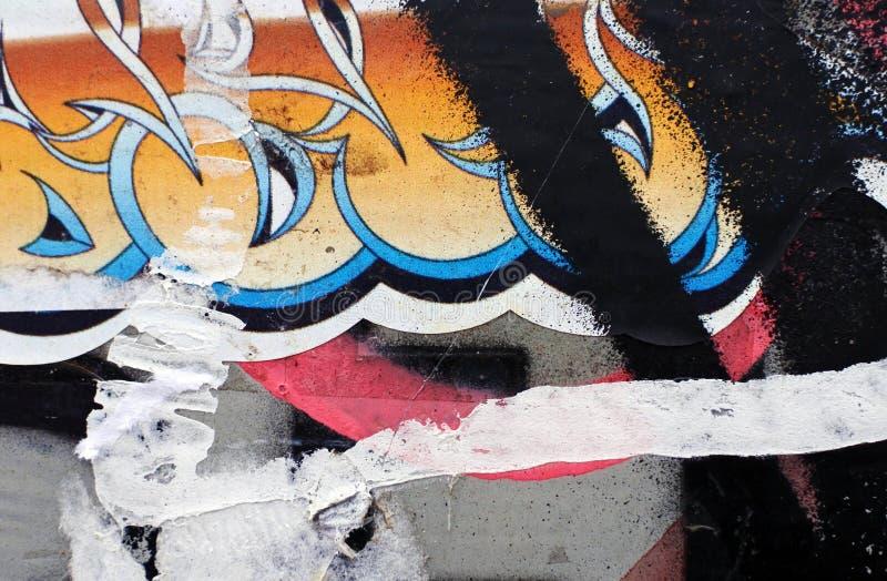 Neu gestrichene mehrschichtige Oberfläche entziehen Sie Hintergrund Eine defekte Wand stockfotos