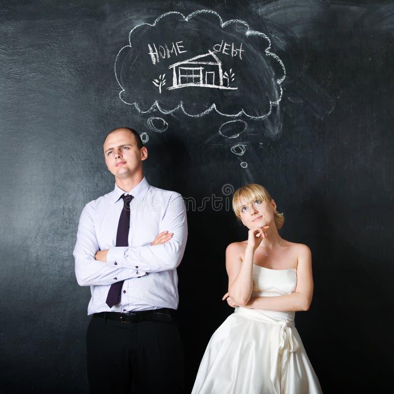 Neu-verheiratete Paare Bräutigam und die Braut, machen zusammen Pläne, Konzept Träumen ihres Hauses stockfotos