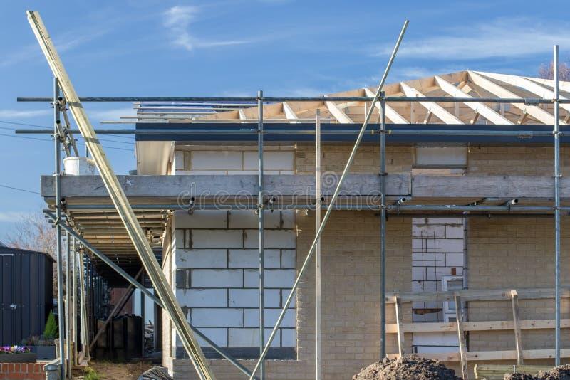 Neubaubungalow im Bau Errichtende Häuser für das EL stockfotografie