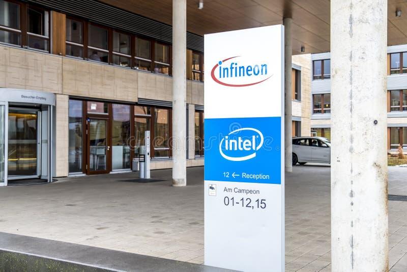 Neubiberg, Германия - 16-ое февраля 2018: Infineon контролирует их дело от их здания управления близко к стоковые фотографии rf