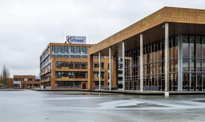 Neubiberg, Германия - 16-ое февраля 2018: Infineon контролирует их дело от их здания управления близко к стоковая фотография rf