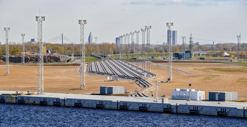 Neue Bahnstrecken der Frachtstation stockbild