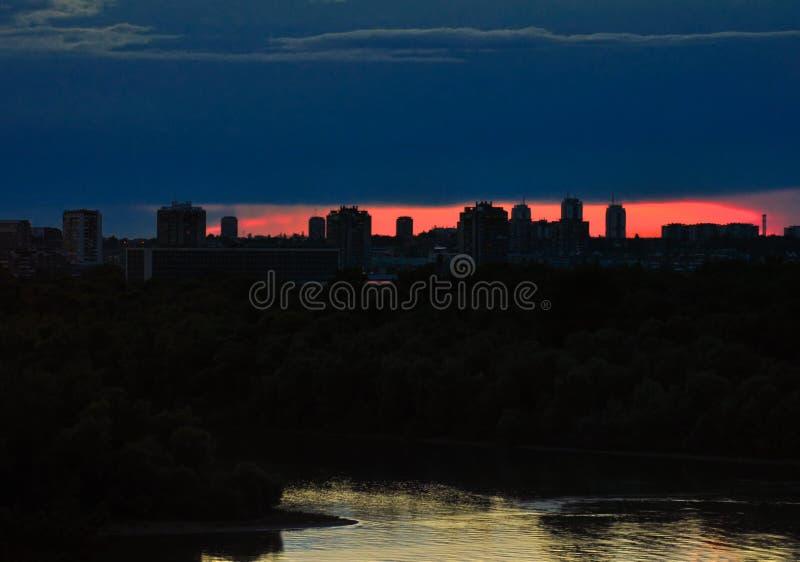 Neue Belgrad-Stadt-Skyline-Schattenbilder stockbilder