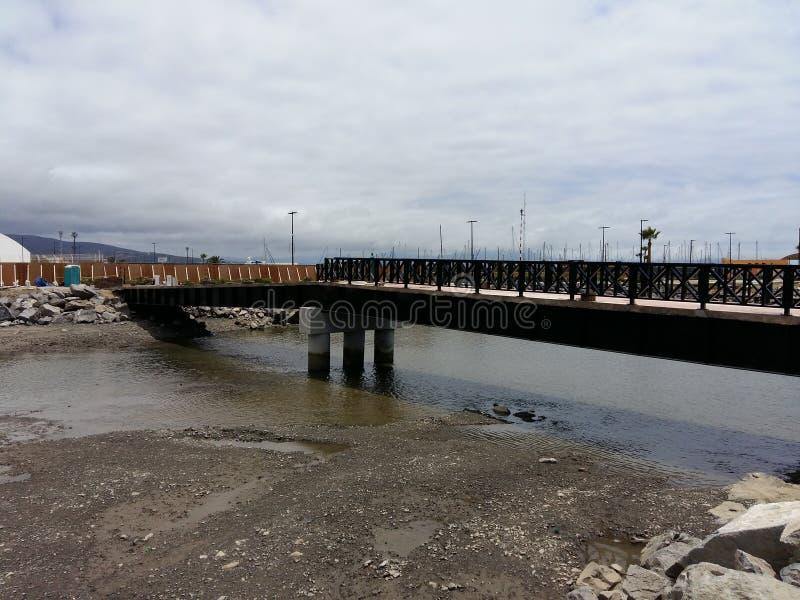 Neue Brücke des Wellenbrechers stockfoto