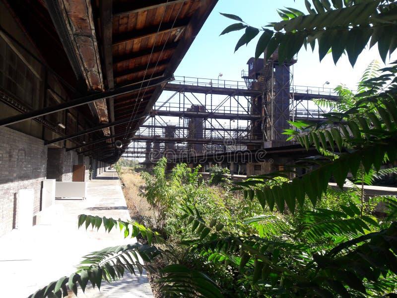 Neue funktionalistische Architektur industrieller Zizkov Prag im heißen Sommer in Mitteleuropa-hus Protestanten zizka prag lizenzfreie stockbilder