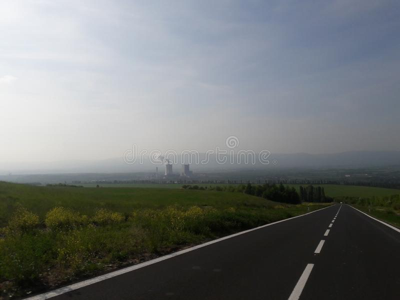 Neue funktionalistische Kraftwerk industrielle Bahnhofsfracht Zizkov Prag in heißem in Mitteleuropa-Protestanten prag lizenzfreies stockbild