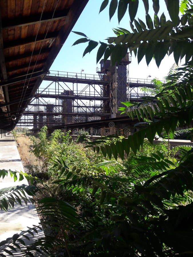 Neue funktionalistische Kraftwerk industrielle Bahnhofsfracht Zizkov Prag in heißem in Mitteleuropa-UNESCO lizenzfreies stockfoto