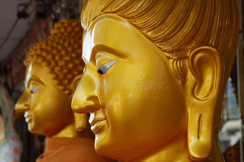 Neue goldene Statuen stockfotos