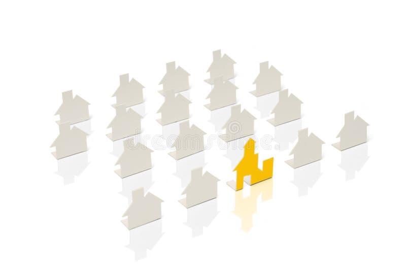 Neue Häuser aufbauen und hinzufügend lizenzfreies stockbild