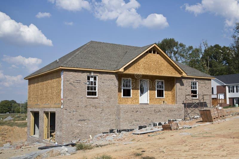Neue Häuser, die steigen lizenzfreies stockbild