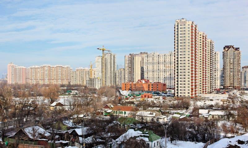 Neue hohe moderne Gebäude lizenzfreie stockfotos