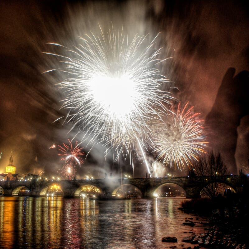 Neue Jahre fireshow in Prag lizenzfreies stockfoto