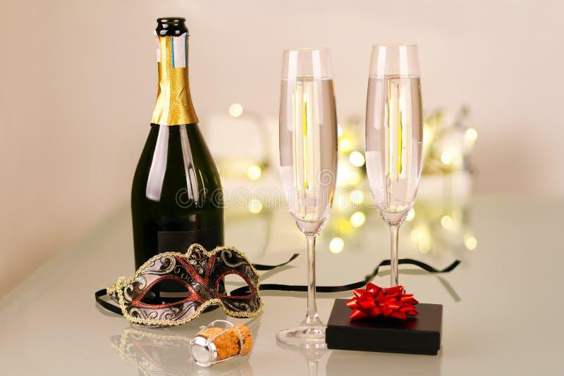 Neue Jahre Partei mit Flasche Champagner lizenzfreie stockfotografie
