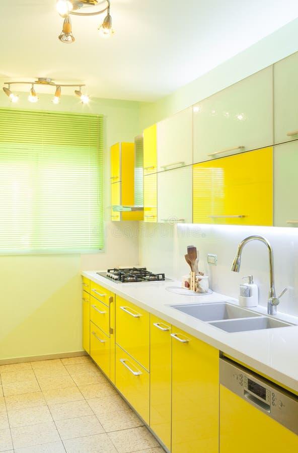 Download Neue Küche In Einem Modernen Haus Stockfoto - Bild von vorhänge, absaugventilator: 27726658