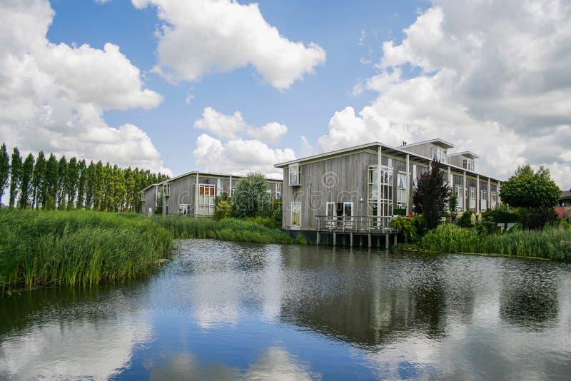ökologische Häuser neue konzipierte ökologische häuser stockbild bild gehäuse