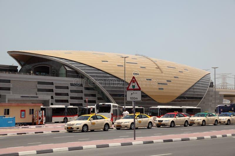 Neue Metro-Station in Dubai lizenzfreie stockbilder
