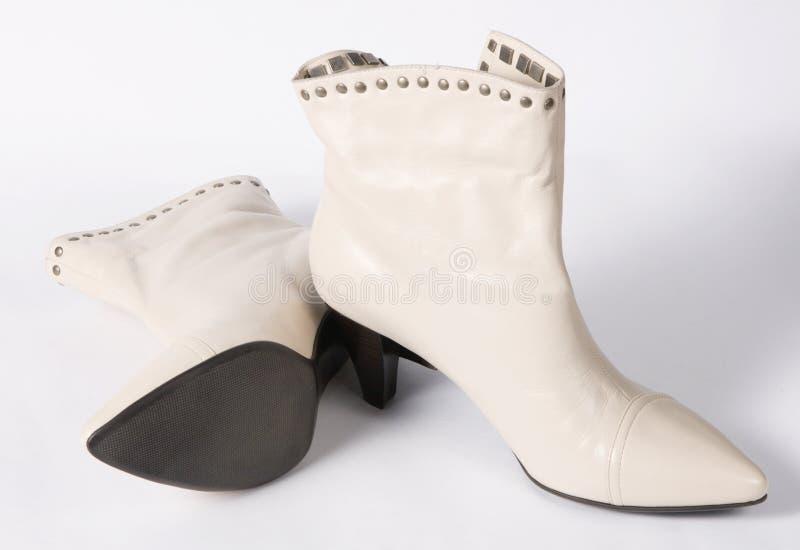 Neue moderne weibliche Schuhe stockbild