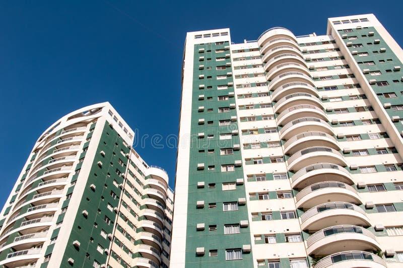 Neue moderne Wohngebäude lizenzfreies stockbild