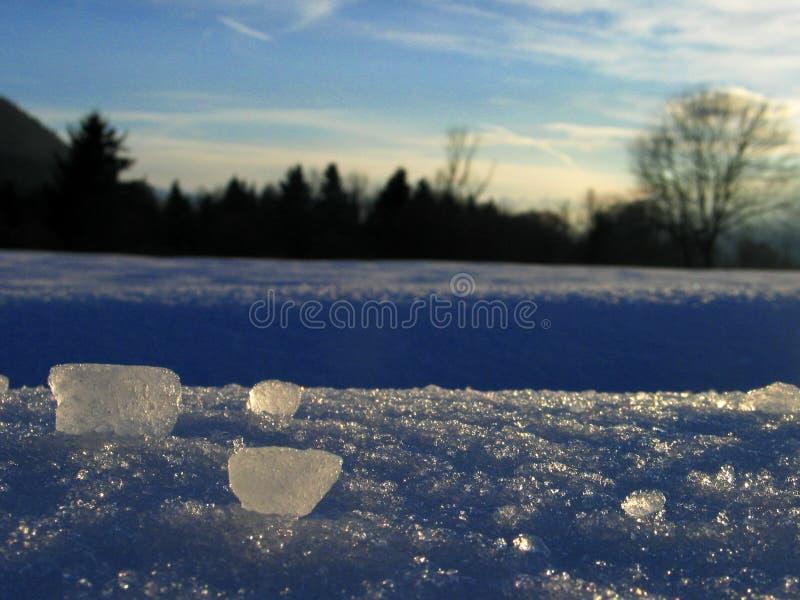 Neue Nachmittagswinterlandschaft, mit Eis bessert aus lizenzfreies stockfoto