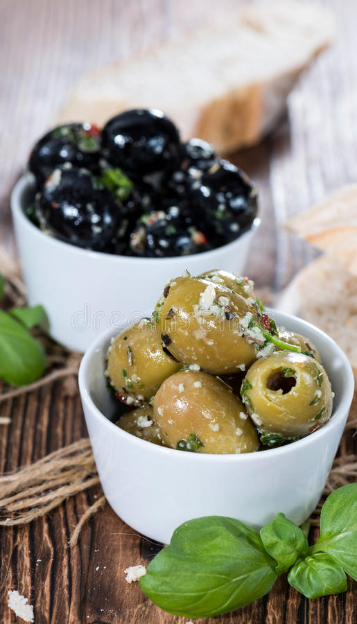 Neue Oliven (Schwarzes und Grün) lizenzfreies stockfoto