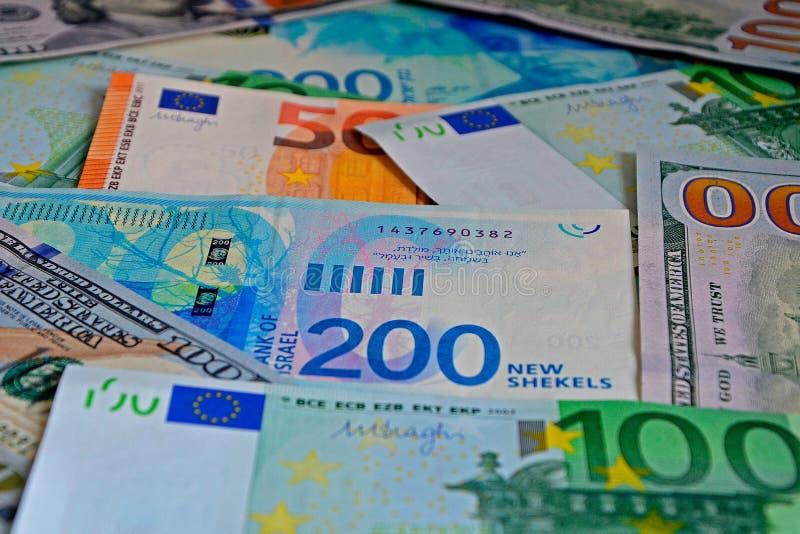 Neue Serie israelische Schekel, Euro und US-Dollars Geldhintergrund, Rechnungen 50, 100, 200, Nahaufnahme, selektiver Fokus lizenzfreie stockbilder