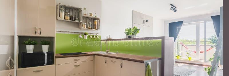 Neue und helle Wohnung stockfotografie