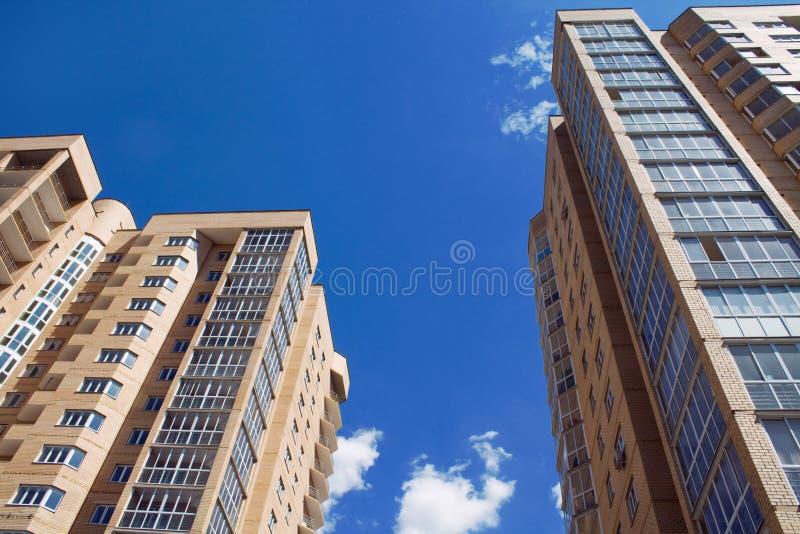 Neue Wohnblockperspektive stockfotografie