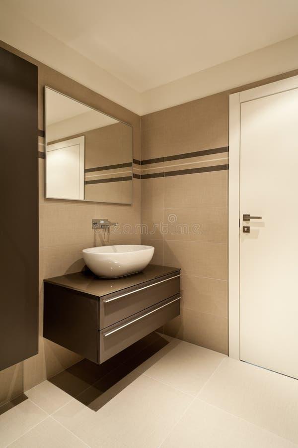 Neue Wohnung, Badezimmer stockbild