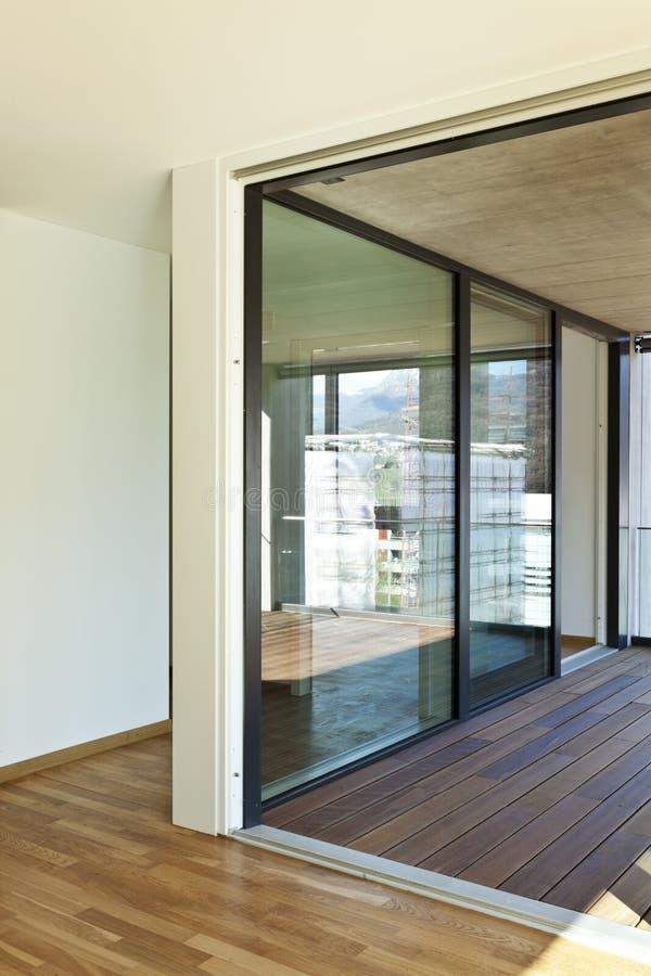 Neue Wohnung, Patio lizenzfreie stockfotos