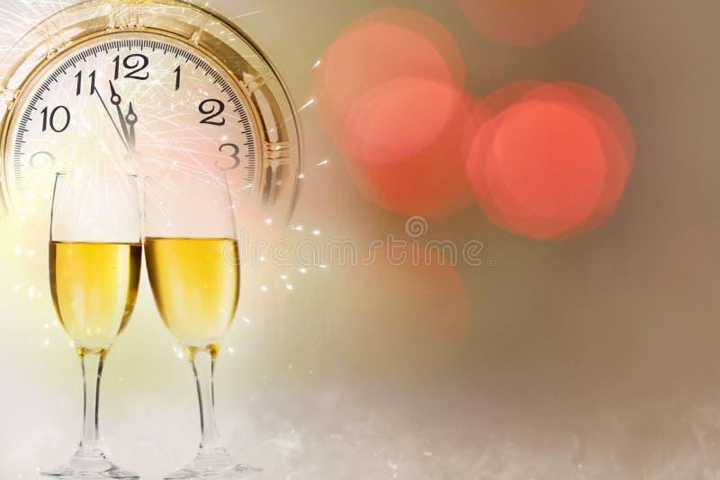 Download Neuen Jahres Um Mitternacht - Alte Uhr Und Lichterkette Stockbild - Bild von antike, mitternacht: 47100055