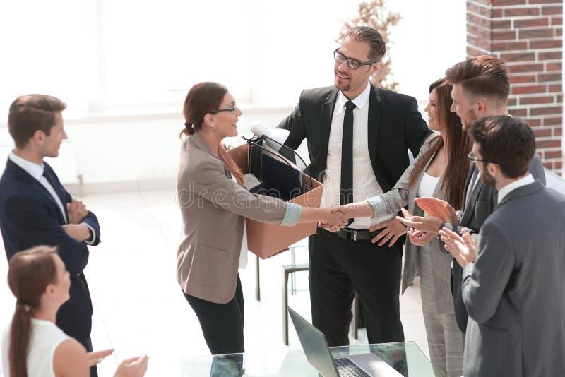 Neuer Angestellter trifft das Personal des Geschäftsteams stockbilder